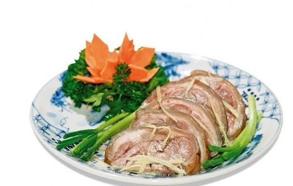 Thịt dê chấm với tương gừng